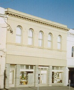 Eglinton Hotel building in 1999 at 34 Main Road, Ballarat